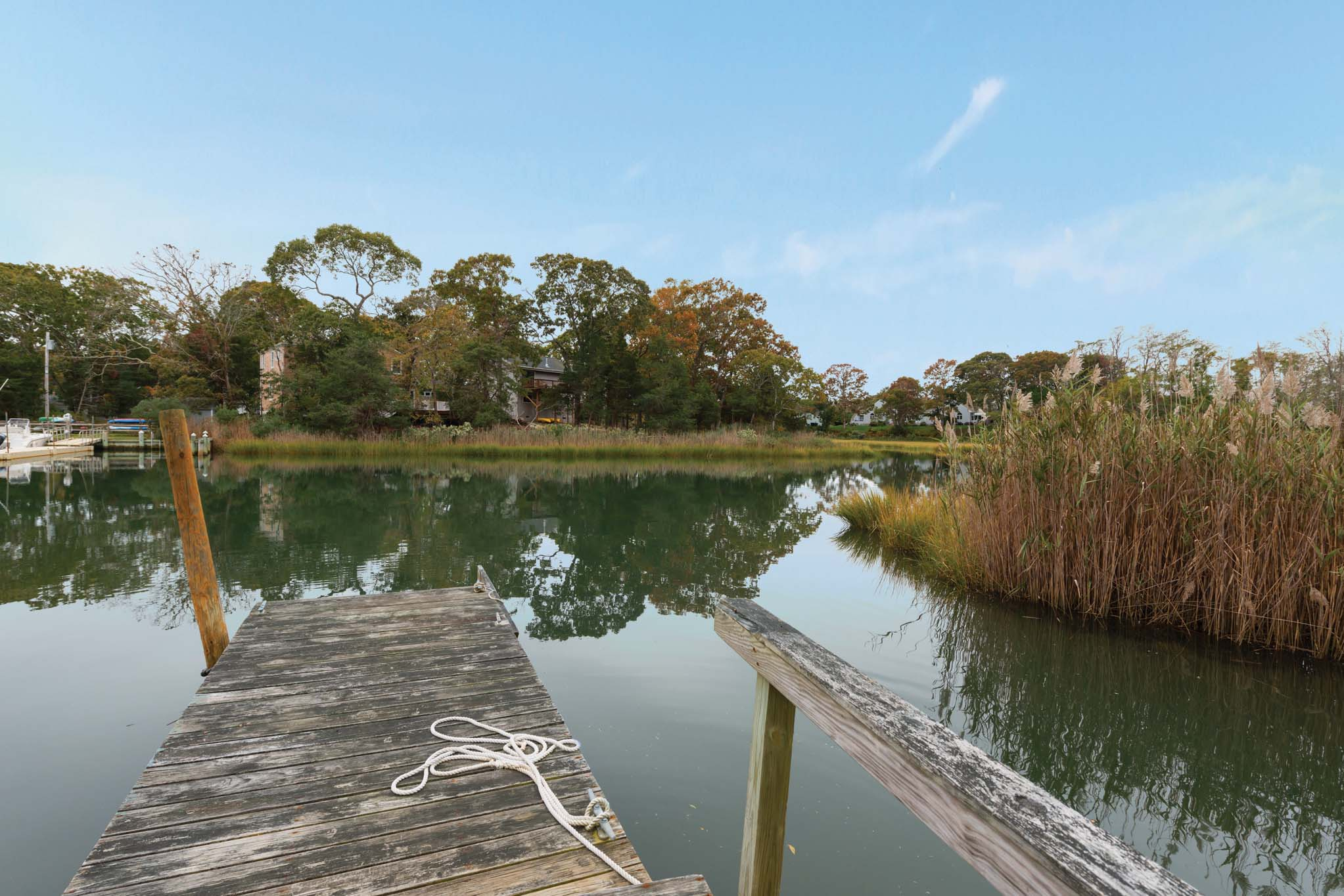 Additional photo for property listing at Southampton Waterfront With A Dock  南安普敦, 纽约州